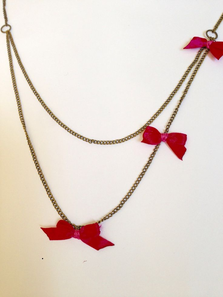 Collier chaîne et petits nœuds rose : Collier par ninoubijoux