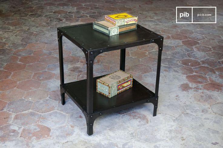 Questo tavolo in metallo completa ogni tipo di interno, dall\'estremità del divano, al fianco del letto