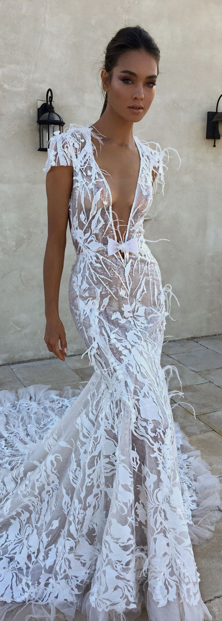 Weißes Hochzeitskleid. Alle Bräute wollen das Passendste für sich finden ...