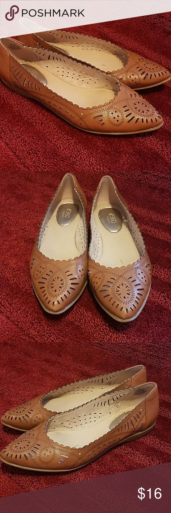 Easy Spirit Flats Leather uppers e360 Easy Spirit Flats. Beautiful cut-out pattern. These are in great condition very little signs of wear! e360 Easy Spirit Shoes Flats & Loafers