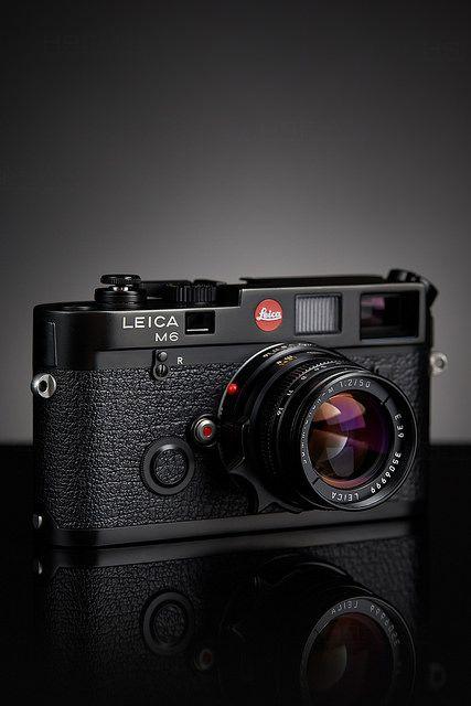 chansoncamera:  Leica M6 by KWANON-D on Flickr.  Una personalidad cálida es contagiosa.