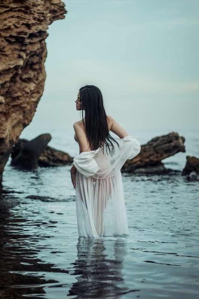 Você sabe que ela faz isso em uma pequena enseada para ele – Gostosa – #he #he …   – in the water