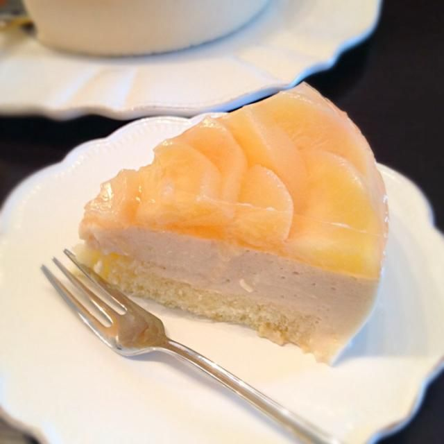 カット断面図 - 18件のもぐもぐ - 桃のムースケーキ by Chez Blanca