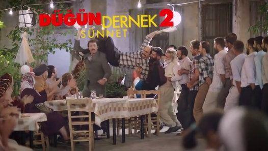 Düğün Dernek 2  Sünnet Fragmanı izle, Düğün Dernek 2  Sünnet Fragmanı hd izle, Düğün Dernek 2  Sünnet Fragmanı yayında. İlki 2013'te seyirciyle buluşan ve tam bir Sivas güzellemesi olan Düğün Dernek'in devam filmi olan yapımın yönetmenliği yine Selçuk Aydemir'e ait. Filmin başrollerini ilkinde de olduğu gibi Murat Cemcir ve Ahmet Kural paylaşıyor. Kadroda kendilerine eşlik eden diğer isimlerse Rasim Öztekin, İnan Ulaş Torun, Devrim Yakut, Barış Yıldız ve Şinasi Yurtsever.