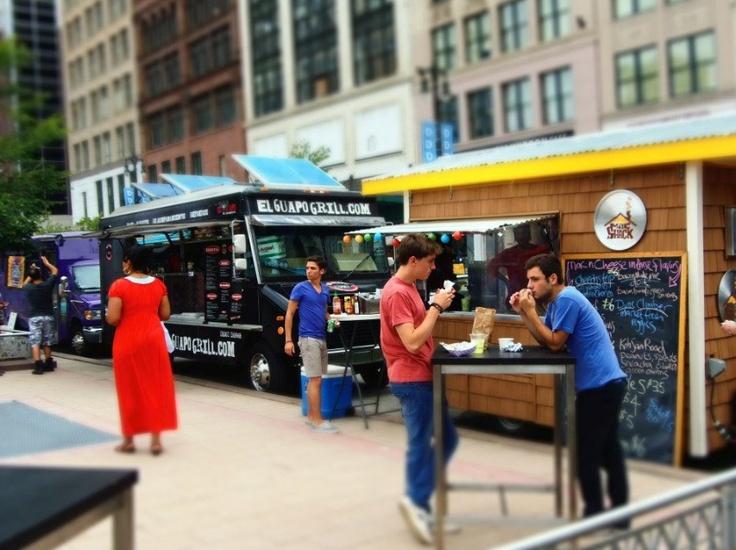 Les Food trucks , l'art de manger sur le pouce
