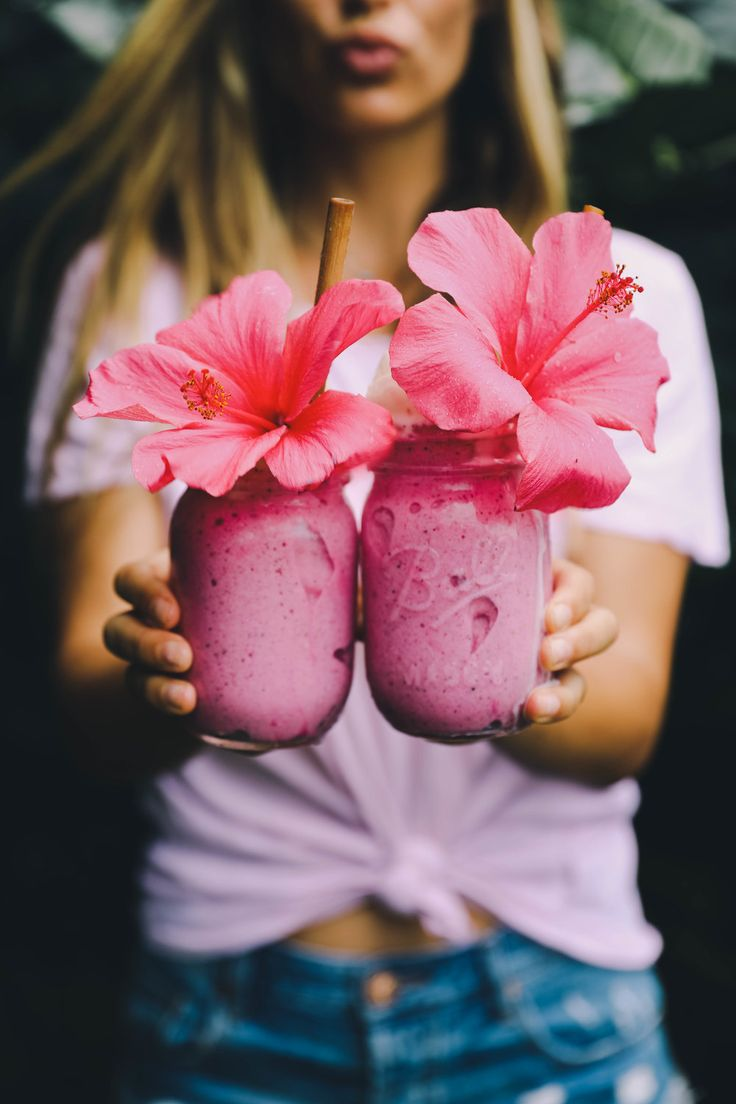 Cool your taste buds while warming your soul with the pink aloha! Just 4 ingredients and you're on your way to a tropical paradise in a cup! Recipe below: Pink Aloha Smoothie Recipe Makes 2 servings 5 Frozen ripe banana 2 pitaya packets 1/3 cup almond or fav nut milk 1 vanilla