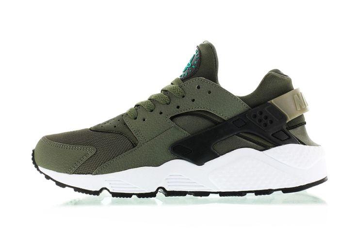 """Après le réapprovisionnement de la Triple Black, Nike dévoile la Air Huarache """"Iron Green"""" ! Une nouvelle sneakers qui pourrait bien vous plaire. #Nike"""