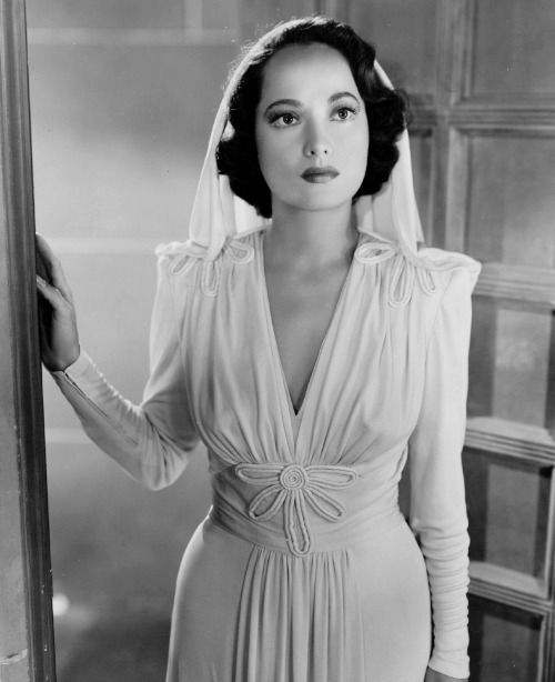 "meganmonroes: "" ""Merle Oberon in 1943. "" """