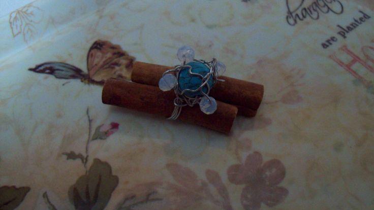 δαχτυλίδι με πέτρα τιρκουάζ και φεγγαρόπετρες