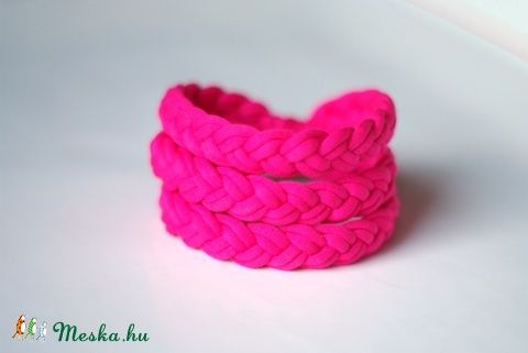 BASIC - fonott textil karkötő, pink (cirrhopp) - Meska.hu