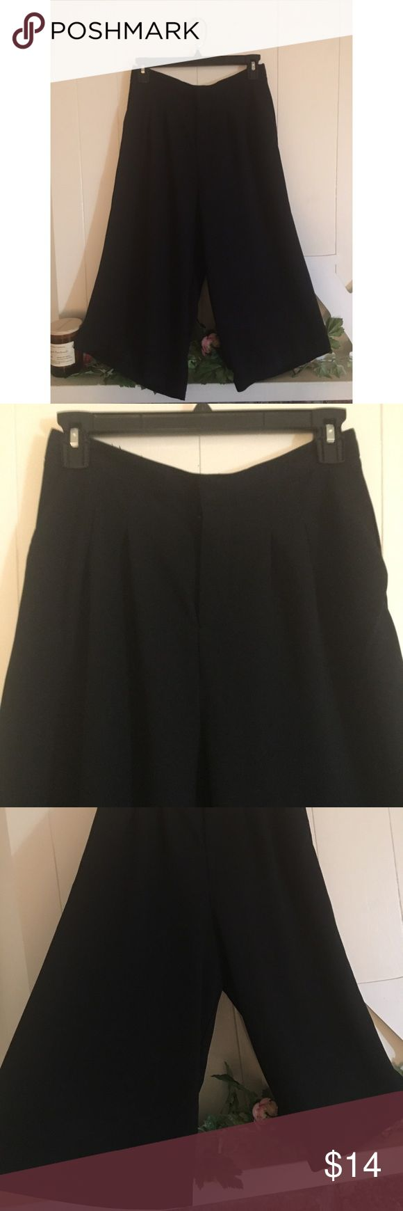 "Forever 21 Minimal Black Hi Waisted Culottes 🏁 Super chic and minimal tailored culottes. Only tried on, too small for me! Best for a 25"" - 27"" waist. High waisted with pleated details, button and hook closure, and wide flowy legs that hit mid-calf. Forever 21 Pants Ankle & Cropped"