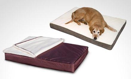 Este colchón para perros puede ser usado en exteriores al ser impermeable o también en interiores, hecho en materiales suaves al tacto