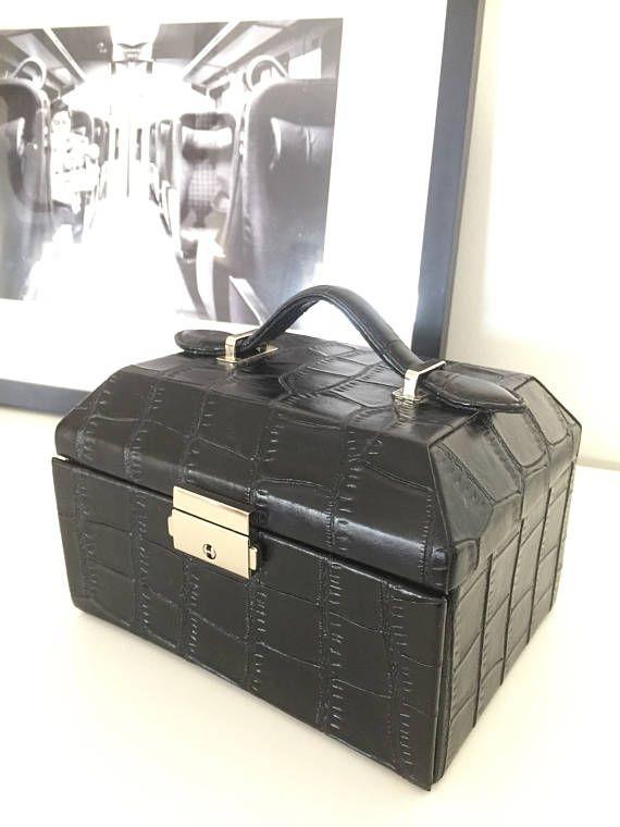 Pressed leather/jewelry box/lock with key/1960s