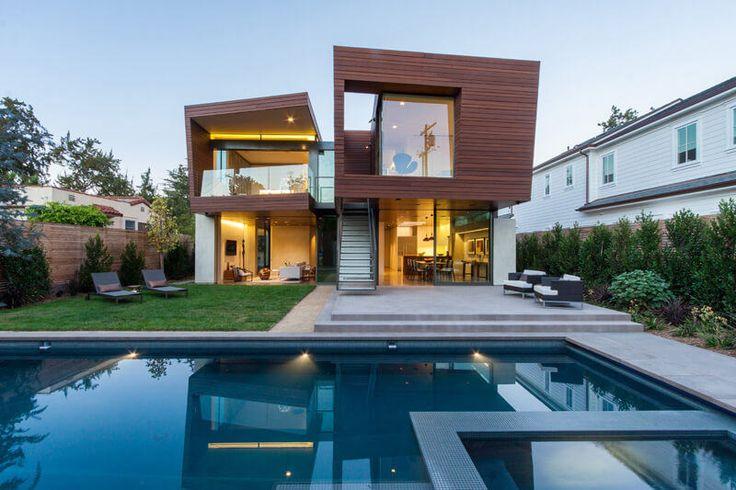 A Split House é um projeto assinado pelos arquitetos do Kovac Design Studio. Uma verdadeira inspiração para arquitetos sérios e que buscam ideias originais. O segundo andar da casa é divido ao meio, criando duas construções que, aparentemente, estão separadas, mas que claramente interagem uma com a outra.