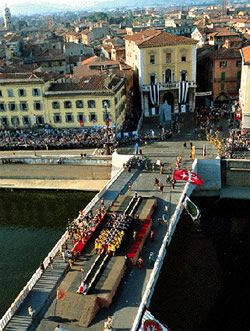gioco del ponte di Pisa - a kind of tug of war done on the bridge in medieval costumes. Why not?!