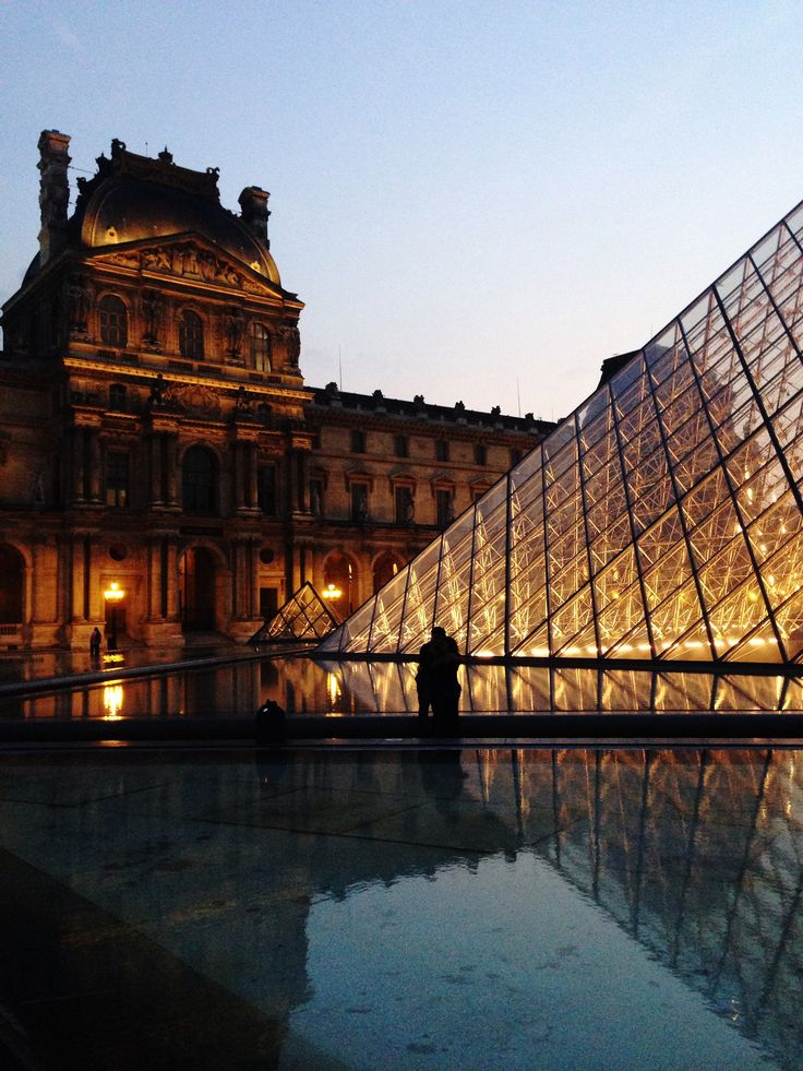 Louvre with it's romantic mood, reflections and architecture full of contrasts. https://500px.com/katko