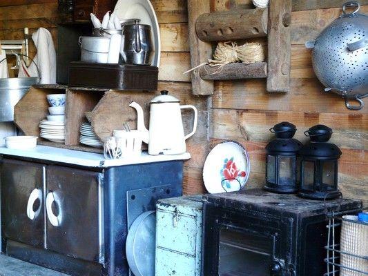 la cabane de L'épicerie de Vénat :récup, bois, brocante, campagne www.lepicerie-de-venat.com