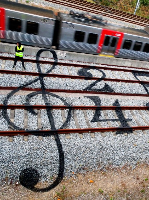 Railtrack art by Artur Bordalo http://restreet.altervista.org/artur-bordalo-usa-i-binari-della-ferrovia-come-tela/