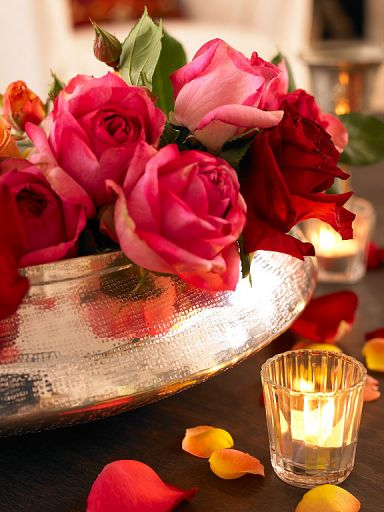 Roses: Romantic Touch, Candles Lights, Rosescolor Rose, Colors Rose, Charms Rose, Beautiful Flowers, Pink Rose, Floral Arrangements, Beautiful Rose