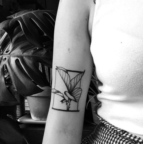 Minimal blackwork botanical plant leaves tattoo by mabe at for Botanical tattoo london