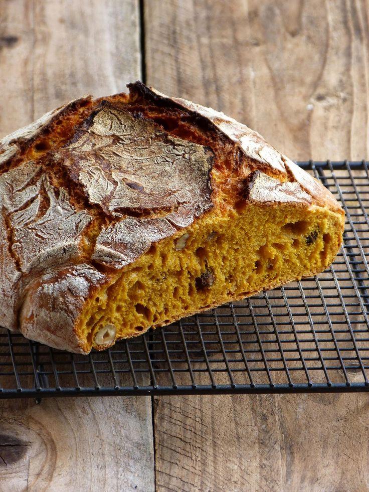 Carrot bread; pain magique sans pétrissage à la carotte et aux noisettes