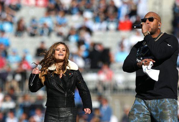 Jacquie Lee Brasil: Jacquie canta com Flo Rida em semifinal na NFL, jogo do Carolina Panthers.