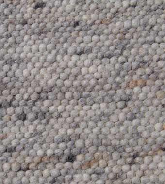 Handwebteppich Feldberg Grau Farbtöne; Exklusive, schwere Handwebteppiche aus dicht gewebter Schafschurwolle. Diese dicken, wohlig warmen Handwebteppiche passen zu jeder Wohnungseinrichtung und sind ein Blickfang! Sie werden nach alten Traditionen im Allgäu handgewebt. Die Handwebteppiche sind naturbelassen oder schonend gefärbt.