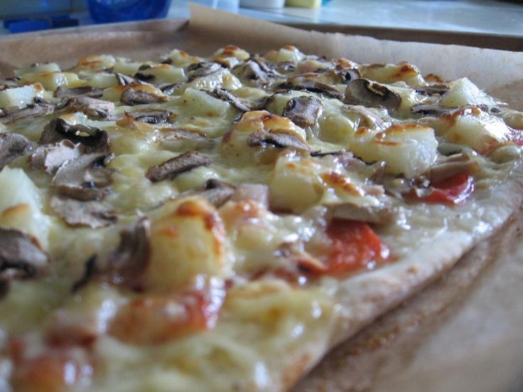 Tomek gotuje: Domowa pizza z pieczarkami i ananasem / Tom cooks: Homemade pizza with mushrooms and pineapple