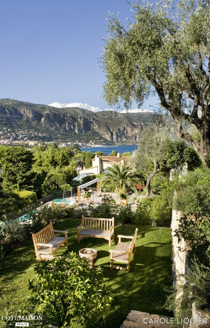 Un Jardin Luxuriant Munis D 39 Un Pool House Des Jardins