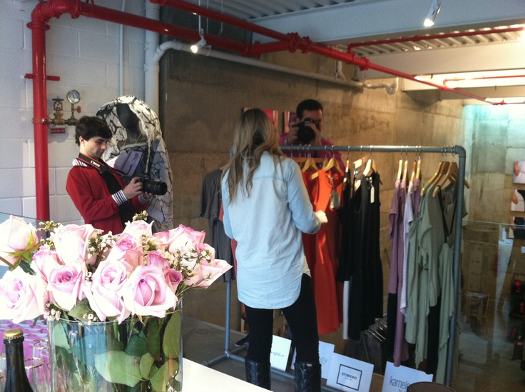 Shopping at BEIÑ, The touch of Spain pop up store. Le Konsphin, Kameleonik and Efimero Forever products.