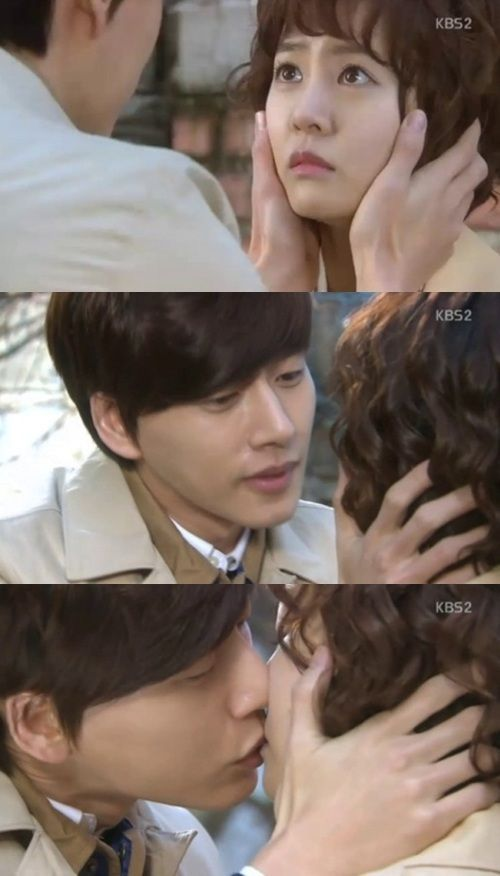 """My Daughter Seo Young"" Park Hae Jin and Choi Yoon Young's Emotional Kiss    - after 49 episodes of waiting for my fave couple on this drama, well at least they had that kiss xD"
