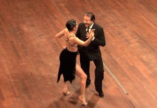Desde sus comienzos,el tango ha sido una de las danzas más románticas y pasionales del mundo, y hoy queremos que conozcas una de sus variaciones. No te pierdas este apasionante show de milonga. ¡Disfrútalo!