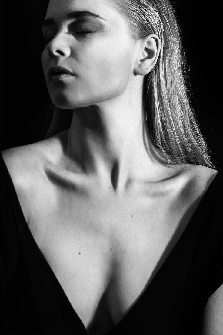Mode portræt billeder af Jensia Hjalmarsdóttir Gaardlykke | JONAS FELDFOSS ROSSUM | Fotograf · Grafisk designer · Kunstner