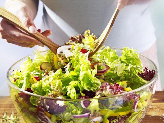Gemischter Salat ist ein Rezept mit frischen Zutaten aus der Kategorie Gemüse. Probieren Sie dieses und weitere Rezepte von EAT SMARTER!