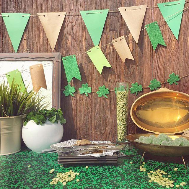 Pentoloni ricolmi d'oro , trifogli☘️, leprecani 🎩🌈, birra 🍺 e tanto tanto verde!!! Tutto pronto per festeggiare San Patrizio!  La festività è tipica dell'Irlanda e dei paesi ovunque essi abbiano messo piede! Le città si vestono di verde👒 e per chi non lo fa son solo pizzicotti dolorosi!👌🏼#pinch#tradition #irishinspired #luck #lucky #stpatrick #green #wish #stpatday #stpatricksday #fourleafclover #clover #green #happystpatrickday #chicapui #evantplanner #chicapui_p_d #partyeveryday…