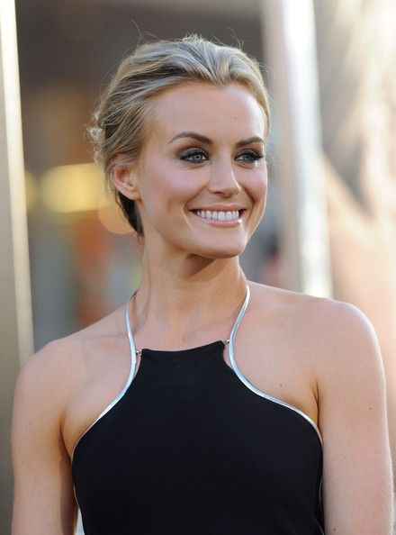 Taylor Schilling. Orange is the new black. The Lucky One. Zac Efron. Blonde hair. Short hair. Trendy hair. Curly hair.