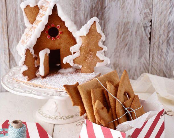 Auch ein Lebkuchenhaus passt wunderbar zur weihnachtlichen Dekoration. Unser Rezept verrät Ihnen, wie man am besten den Lebkuchenteig für einen Bausatz zubereiten kann.