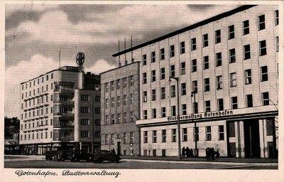 Na pierwszym planie budynek Komisariatu Rządu a dalej kamienica A.Ogończyka – Blocha i L. Mazalona,