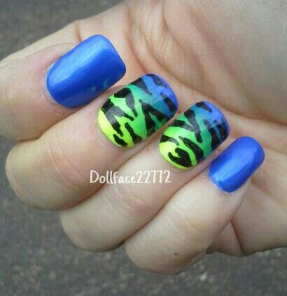 Yellow/Green/Blue zebra gradientNails Art, Yellow Green Blu Zebras, Manicures Ideas, Zebras Gradient, Yellowgreenblu Zebras, Make Up Ideas