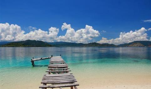 Pulau Kenawa yang Memesona, Sepelempar Batu dari Sumbawa