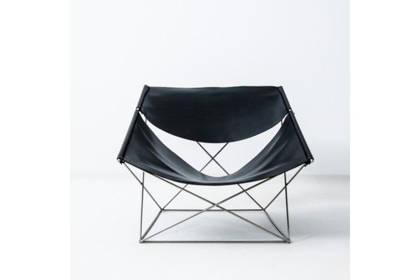 These chairs, nicknamed 'Butterfly' chairs, come in black saddle leather with nickel steel frame. They were designed by the French-born designer Pierre Paulin for Artifort in 1963. They appear in the literature, p. 189 In the book 'Pierre Paulin Designer', Archibooks Edition. These are 1970s editions in excellent condition with one previous owner.
