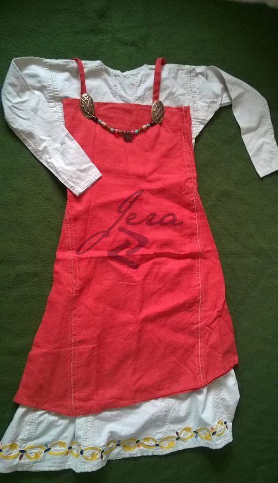 Lenvászon női ruha, mammeni ornamentikus mintával. Kézzel varrva