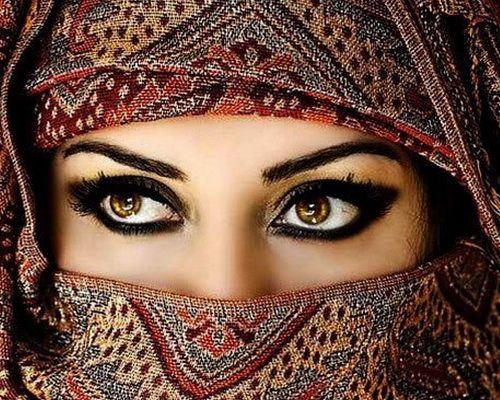 black Arabic eye makeup