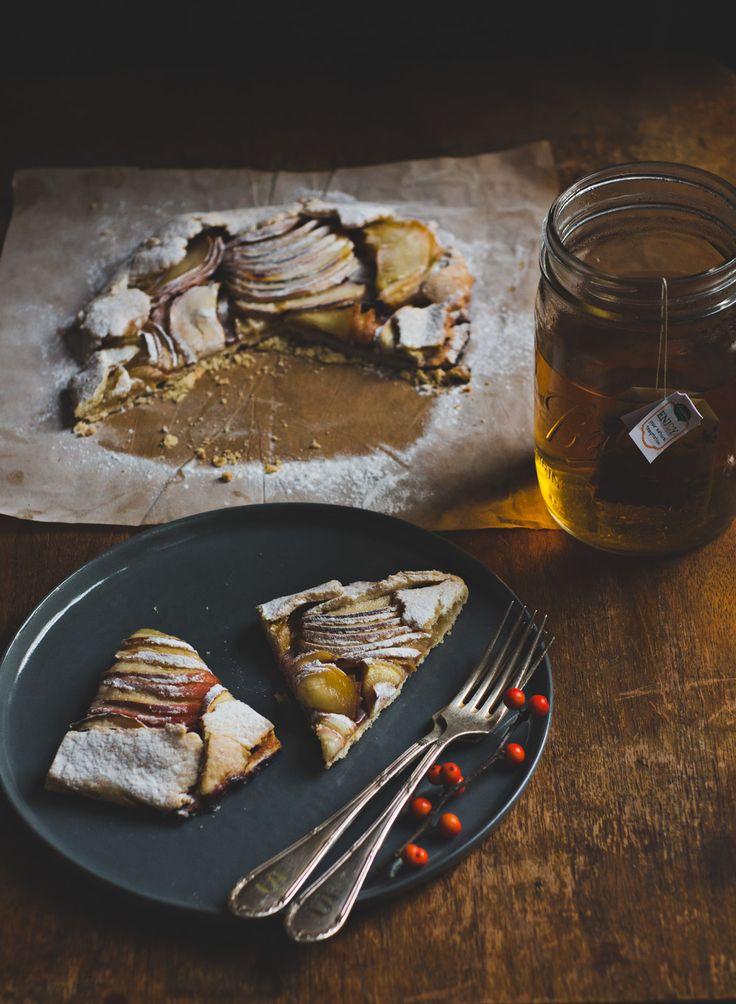 Thee met appeltaart – wordt het nog beter? Ja hoor! Wat dacht je van biologische, fairtrade thee die ook nog naar appeltaart smáákt? Count us in. Vandaag delen we een recept voor een overheerlijk, ambachtelijk appeltaartje met je. Zet het theewater maar vast op! De appeltaart inspireerde Jamie op de thee 'Home Sweet Home' van … Lees verder Vegan appeltaart →