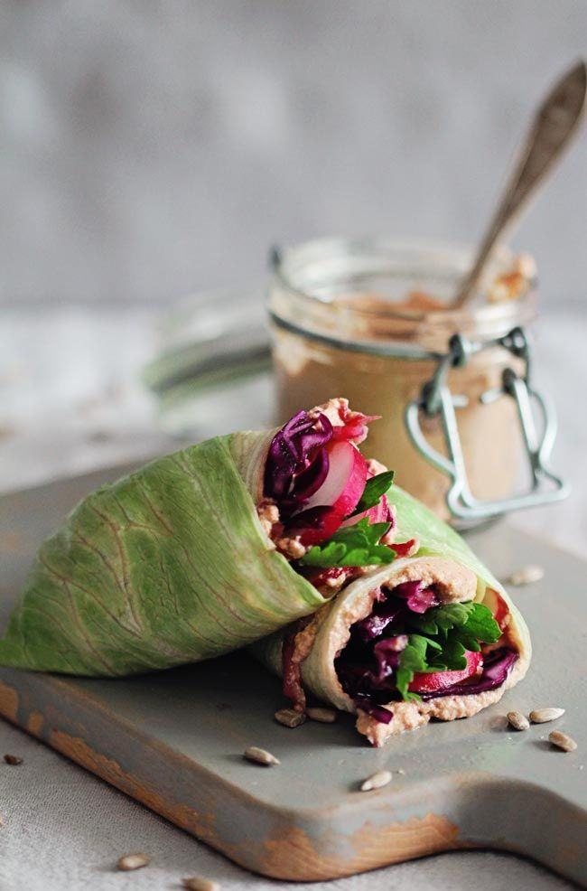 Detox Lunch Wrap with Sunflower Seed Spread | http://hellonatural.co/healthy-lunch-wrap-recipe/