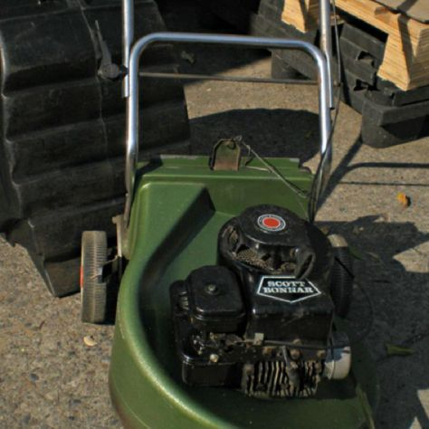The model # 520 Lawnmower may be found in Scott Bonn Lawnmower Images. His e-mail address is Sbonn@520gmail