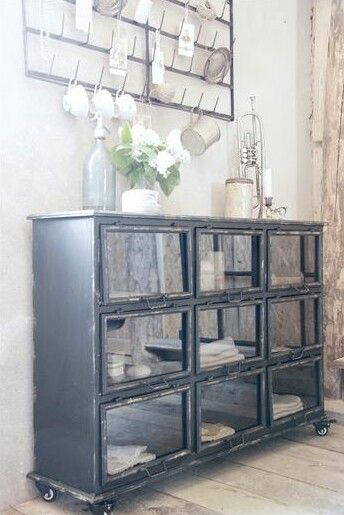 Brocante Wandplank Keuken : Vintage Glass Cabinet
