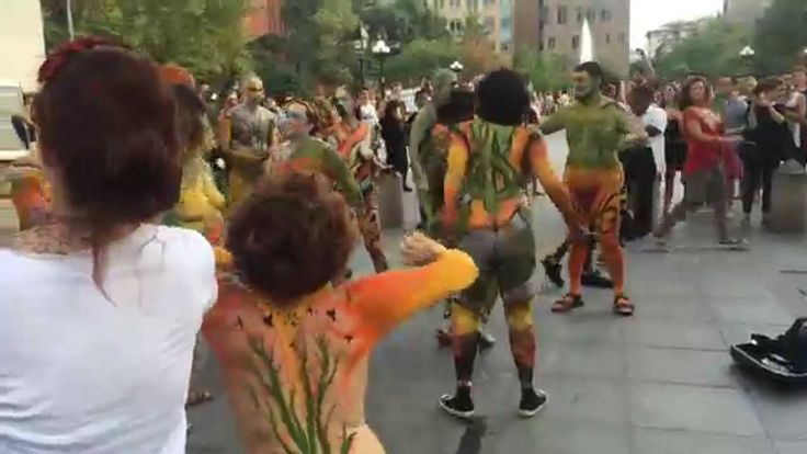Over 100 Body Painted Naked People Dance In NYC Streets to Celebrate Bod...