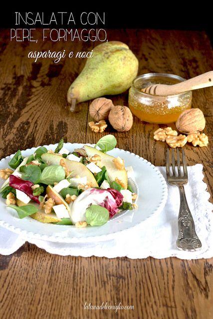 Insalata con pere, formaggio, asparagi e noci