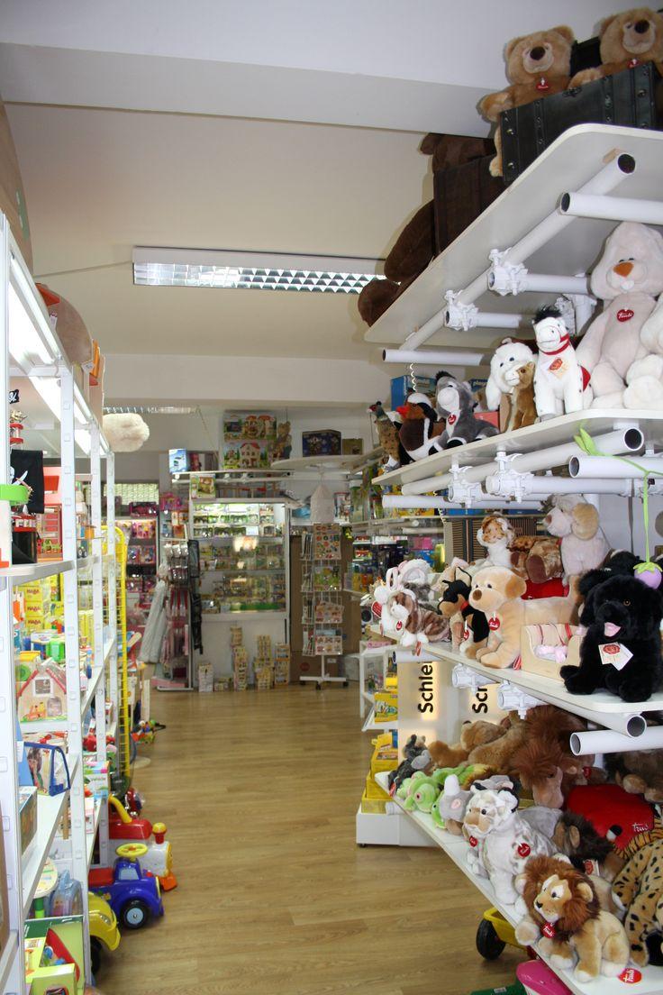 Vieni a scoprire i nostri giocattoli, ci trovi in Viale dei Colli Portuensi 453/455
